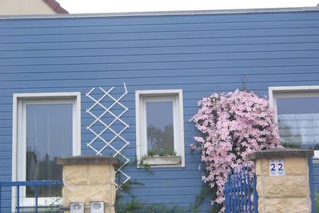 LE CHALET BLEU - Éterville - Rumah