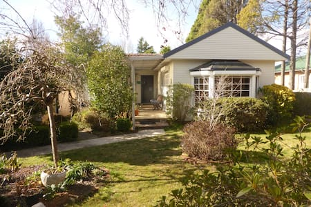 Shetlands - Wentworth Falls mountain cottage
