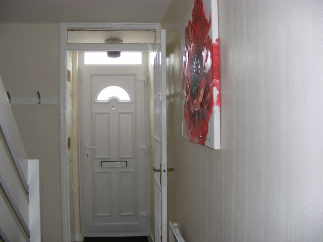Ensuite ground floor room clse to transport trains