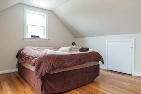 Spacious, bright and homey room. - Riverdale Park