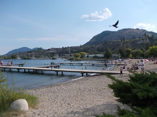 Walk to Beach Suite - Summerland - Dom