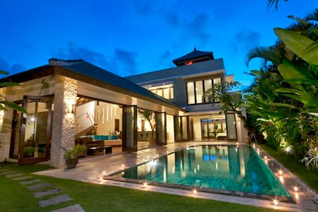 Pool-Villa mit Bali-Panorama-View - 南クタ