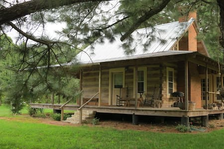 A Log Cabin in the Pines Bed & Breakfast