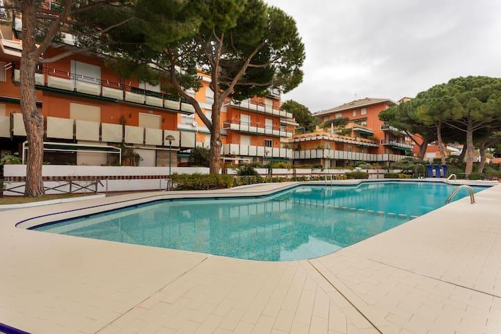 Acogedora casa de vacaciones en Arenzano con piscina