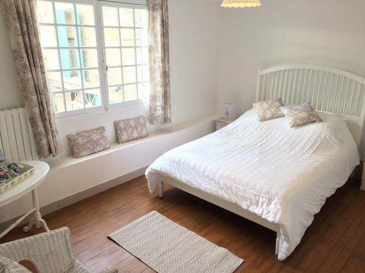 Comfortable bedoom near St Emilion