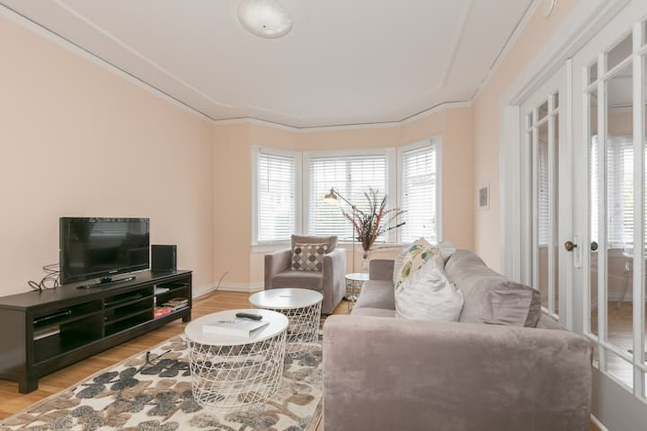 Warm and bright 1bd in Laurel Heights/Presidio