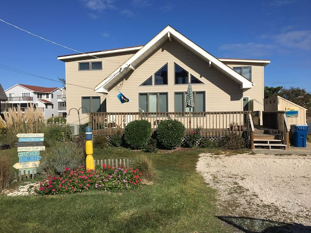 Large renovated waterfront home on S.Bethany Canal