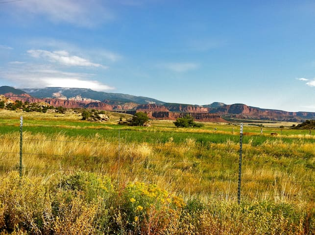 Enjoy the amazing scenery and close proximity to Capitol Reef National Park.
