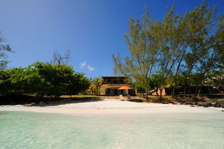 Les 2 Cocos waterfront, beach, wifi, kayak,snorkel