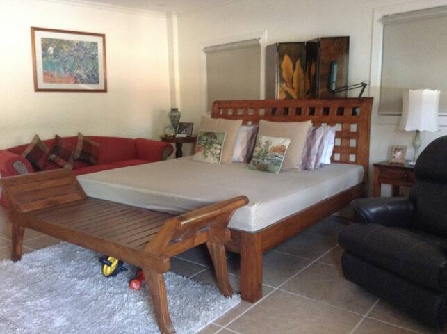 Bed and Breakfast in The City - Paranaque - Bed & Breakfast