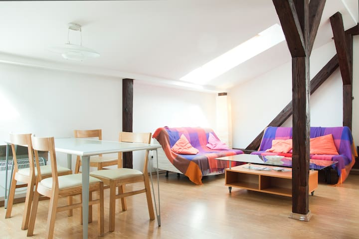 Bright loft - central with air conditioning!