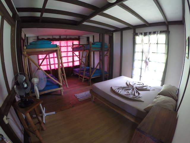 Iguana Surf House - Family Room