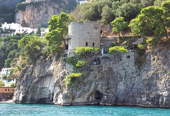 Torre Silja sul mare di Positano
