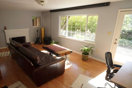 Large 1 bedroom apartment with fireplace - Berkeley - Apartment