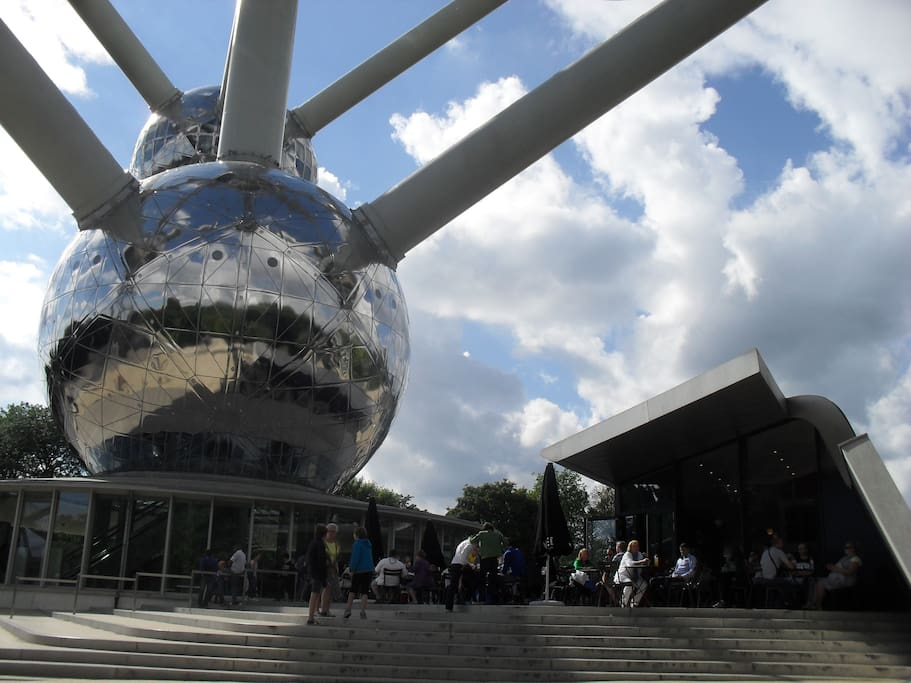 ATOMIUM with different restaurants, cafe, ...cosy and relaxed :)
