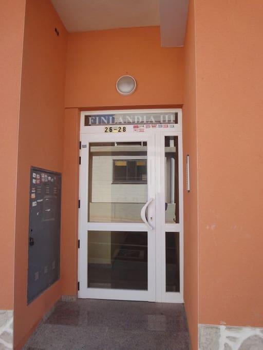 Входная дверь с домофоном