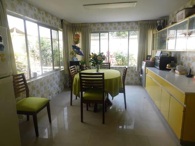 #1 Amplia Habitación frente al parque en San Borja