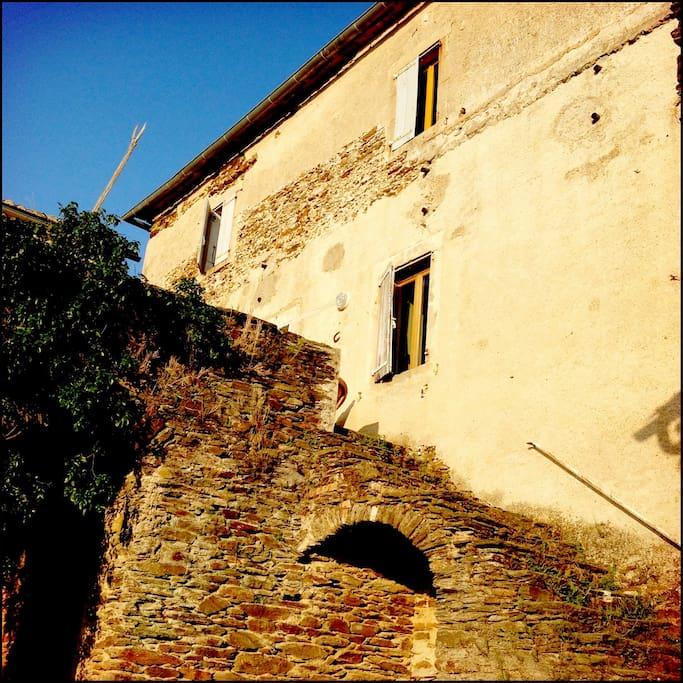 Vue de la maison depuis la cour intérieure