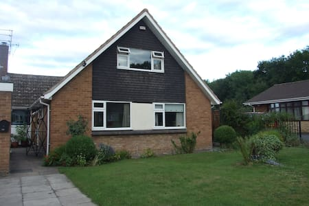 detached dorma style house - Corby - Bed & Breakfast