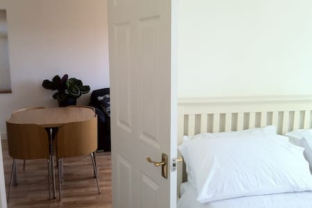 Ground floor 1 bed apartment  - Godalming - Wohnung