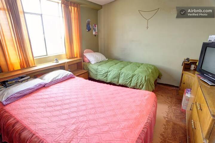 Habitación matrimonial + una cama adicional
