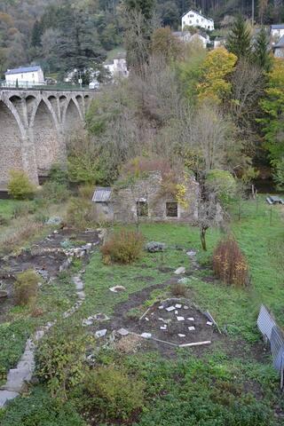 Le jardin du bas près de la rivière le Gijou