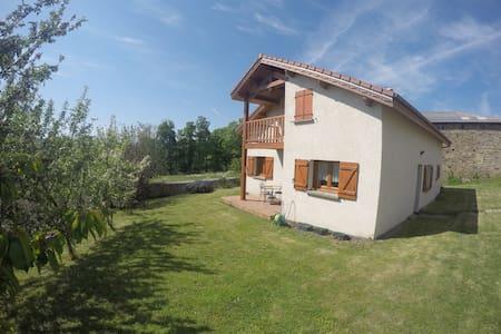 Maison paisible et chaleureuse - Saint-Gènes-Champanelle