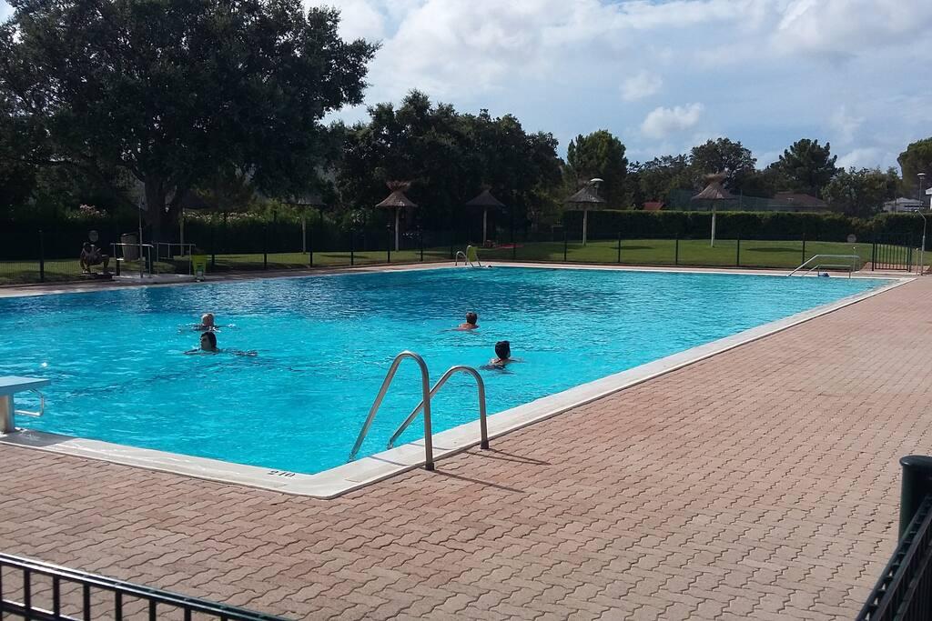3 piscines , à 5 mn à pied