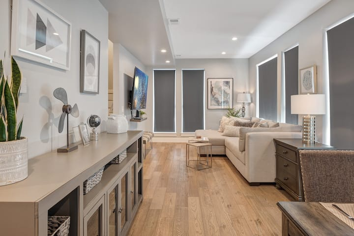 Perfect Urban Retreat | Rooftop Deck + Gas Grill