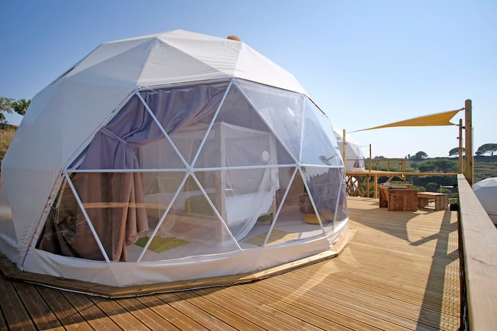 """Dome """"Alcácer"""" suspended in nature with sea view"""