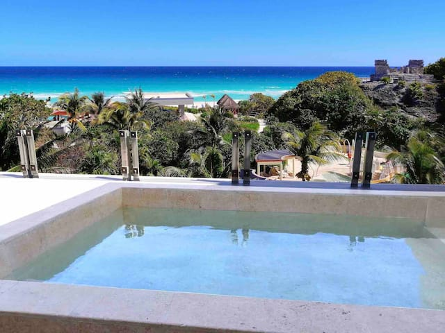 Beautiful oceanfront condo w/private pool