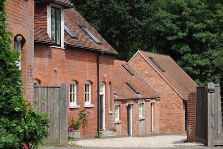 Sleeps up to 38 - Beautiful Stable Conversion - Lyndhurst - Casa