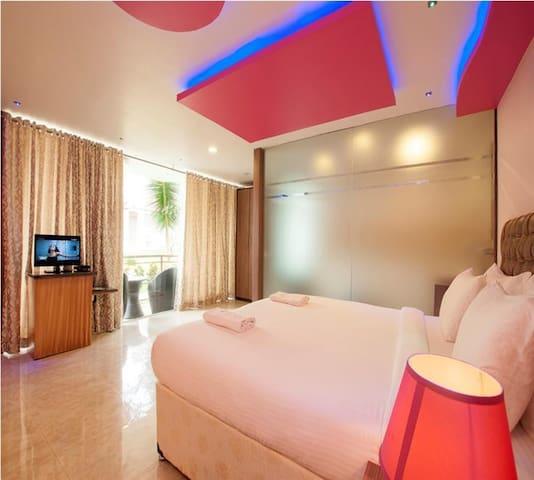Boomerang Beach Resort Deluxe Room