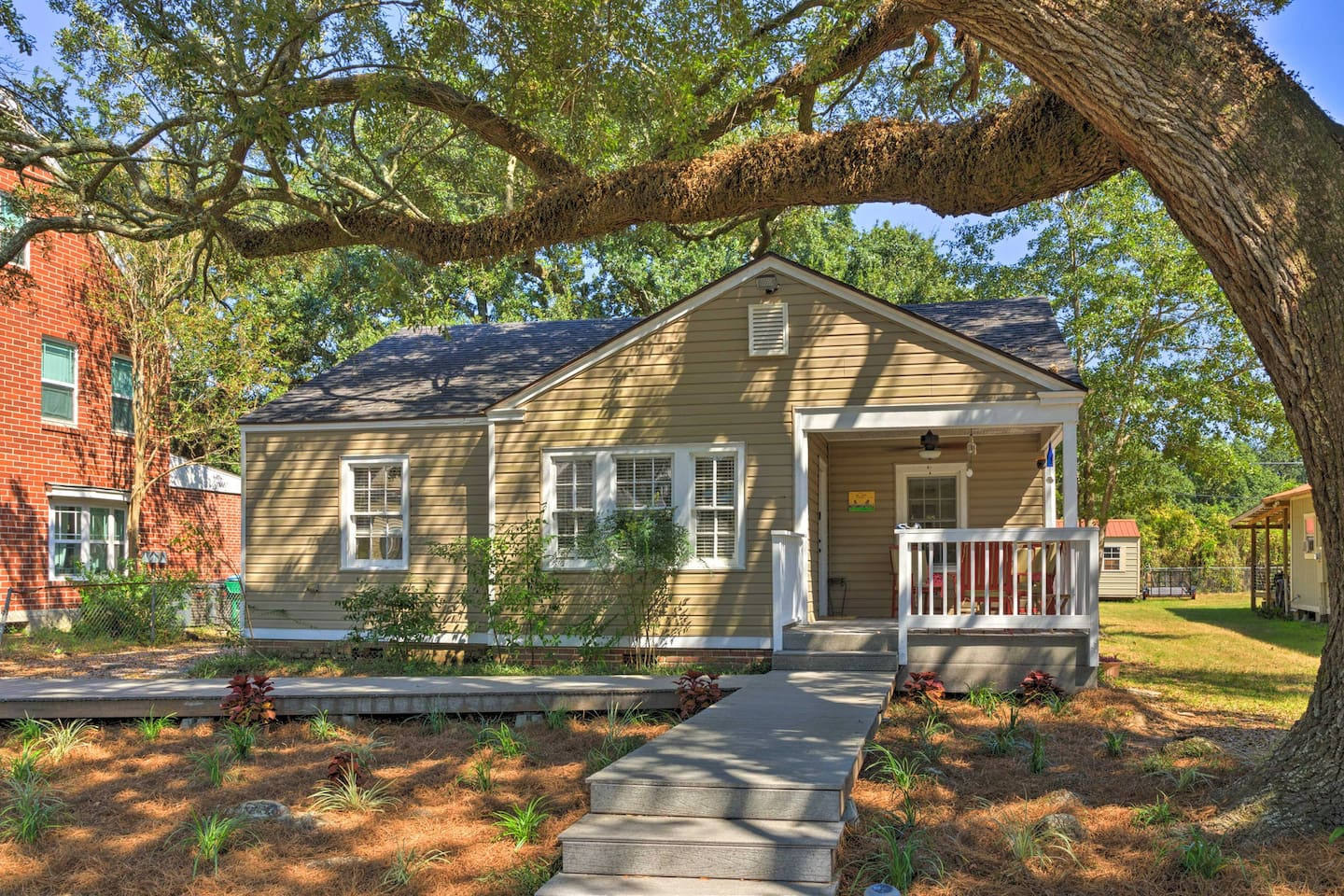 Welcome to your Gulfport home-away-from-home!