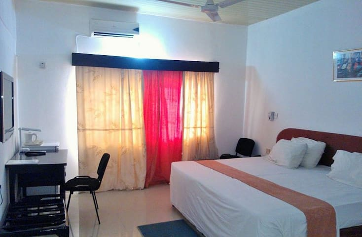4 Ensuite bedrooms close to Beach - Prampram - Inap sarapan