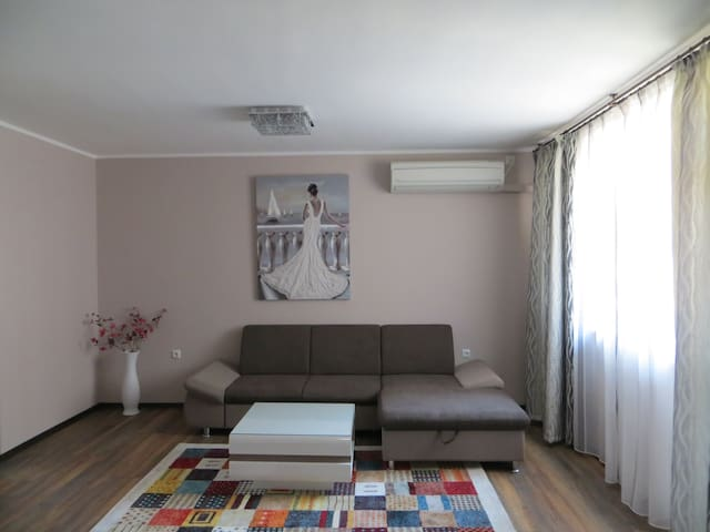 Azure Sea Apartment - Burgas - Appartement