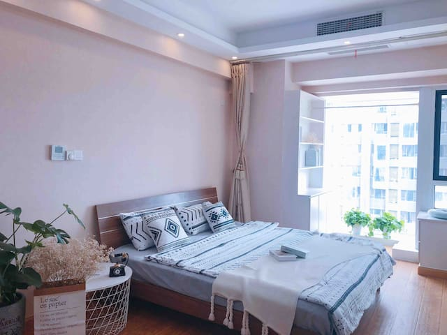 华润万象汇。  轻奢公寓。   中央空调。  大圣家