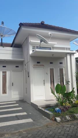 Villa Giulietta BATU (strategis,bersih&murah)