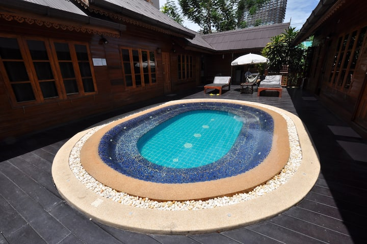 Pool Villa 10BR,NearBeach in Central Pattaya,20ppl