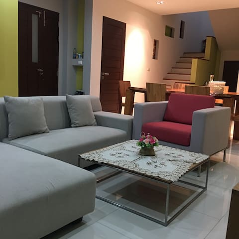 Local Thai's private garden house with 3 bedrooms - ภูเก็ต - บ้าน