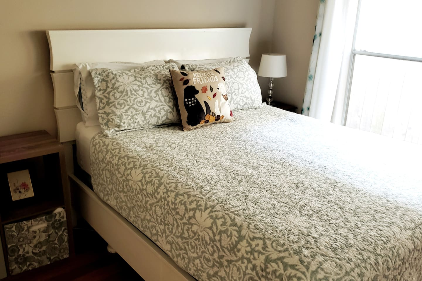 Comfortable queen-size bed! Hotel-grade pillows and comforter.  Extra blankets and sheets available in closet for your use.