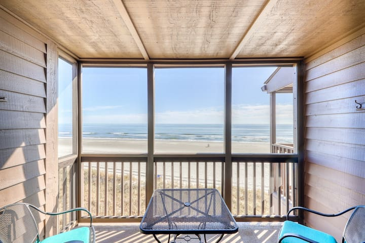 Beautifully oceanfront condo with direct beach access and shared pool/hot tub!