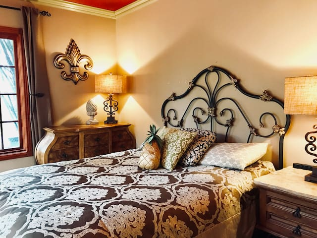 ⚜THE  CHÂTEAU  VILLA  ⚜(✔ENTIRE Space ✔QUEEN Bed)