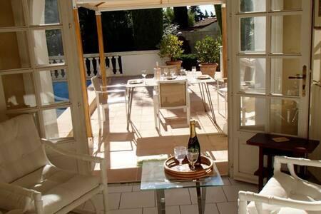 Charmant rez de villa avec piscine privée - Saint-Raphaël