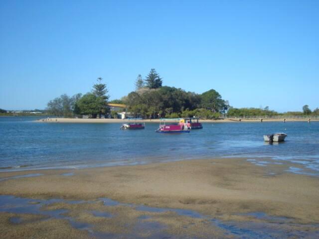Maroochydore Unit near the river