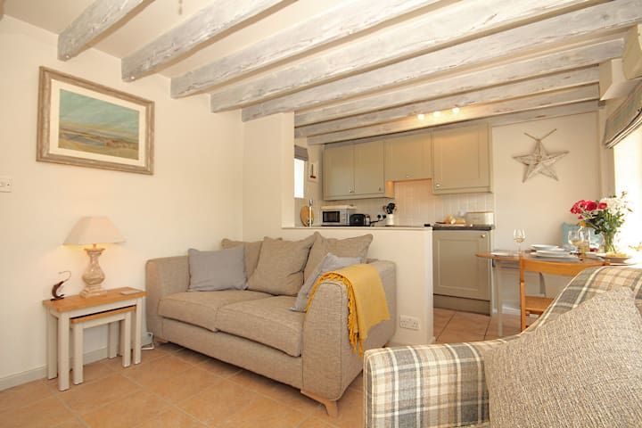 Shrimp Cottage in Stiffkey with garden & parking.