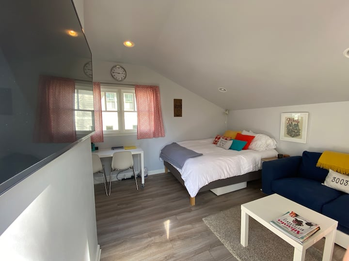Carriage House studio in the heart of Decatur