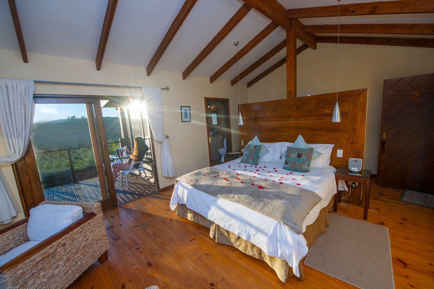 Fynbos suite, King size bed with en-suite bathroom tea coffee