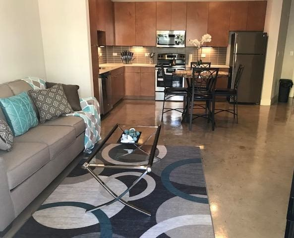 Downtown Lux Flat | Kitchen | Pool | Riverwalk II