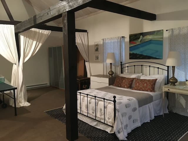 Private loft guesthouse